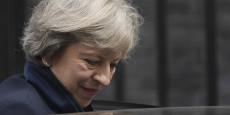 Selon plusieurs journaux, Theresa May devrait poser mardi, à l'occasion d'un discours à Londres, les jalons d'un Brexit dur.
