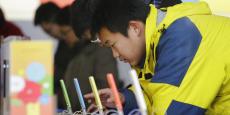 67,5% des internautes chinois (469 millions) ont effectué un achat en ligne à l'aide de leur téléphone portable l'an passé, contre 57,7% en 2015, selon le CNNIC.