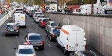 A Paris, la fermeture des voies sur berges, comme ici le 26 octobre 2016, entraîne mécaniquement une augmentation des véhicules sur les voies et rues qui bordent en surplomb les quais de la Seine.