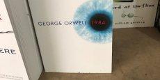 Une édition anglaise de 1984 de George Orwell.