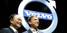 Hakan Samuelsson (à droite) PDG de Volvo, aux côtés de Li Shufu, PDG de Geely, propriétaire de Volvo.