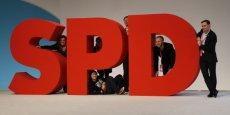 LE SPD EN ALLEMAGNE RESTE PROCHE DU BLOC CDU-CSU, SELON UN SONDAGE