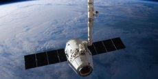 LA CAPSULE DRAGON DE SPACEX  MANQUE SON ARRIMAGE À L'ISS