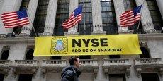 Le réseau social Snapchat entre en Bourse et va lever 2,4 milliards de dollars. Le prix de l'action a été fixé à 17 dollars, ce qui valorise la compagnie basée à Los Angeles à hauteur de 24 milliards de dollars.