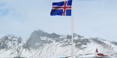 La Banque centrale islandaise a parallèlement annoncé dimanche avoir racheté 90 milliards de couronnes islandaises détenus par des investisseurs étrangers, au cours de 137,5 couronnes pour 1 euro (soit 654,5 millions d'euros).