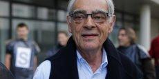 Banquier de profession, Henri Emmanuelli est nommé en mai 1981 secrétaire d'Etat aux DOM-TOM dans le gouvernement de Pierre Mauroy puis secrétaire d'Etat au Budget en mars 1983.