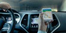 Conduite avec un GPS (VTC, voiture de tourisme avec chauffeur, taxis, appli de transport, Uber)