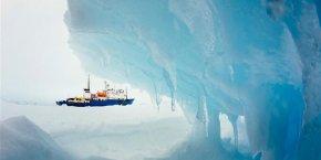 Réveillon dans les glaces pour les passagers de l'Akademik Chokalski
