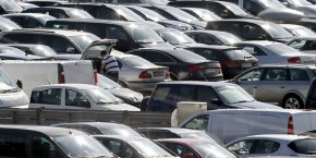 Les Parcs Relais sont des parkings situés dans les gares et réservés aux automobilistes qui souhaitent ensuite emprunter les transports en commun. En contrepartie d'un abonnement, les utilisateurs bénéficient d'une place de parking garantie. Il existe aujourd'hui 17.000 places de stationnement en Parcs Relais.
