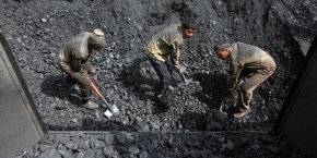 A l'échelle du G20, la part du charbon (en baisse de 2,5% entre 2014 et 2015), s'est accrue en 15 ans dans le mix énergétique, passant de 27% en 2000 à 33% en 2015.