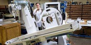 Une des tables de radiologie numérique que conçoit et fabrique DMS