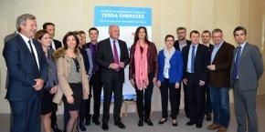 Alain Rousset et Françoise Coutant, entourés des partenaires du Fonds d'investissement régional Terra Energies à l'Hôtel de région le 11 avril dernier.