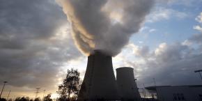 Située à une centaine de kilomètre au sud-est de Paris, la centrale de Nogent (photo) possède deux réacteurs, dont un est déjà à l'arrêt pour des raisons techniques.