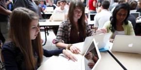 Malgré des initiatives pionnières, comme le Campus numérique de Bretagne ou les méthodes d'enseignement interactif à Toulouse, les universités françaises sont désemparées face à leur transition numérique.