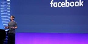 La taille qu'ont atteint Messenger et WhatsApp pose plus que jamais la question de leur modèle économique et de la manière dont Facebook peut les utiliser pour gagner de l'argent.
