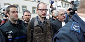 Les deux anciens employés au Luxembourg de PwC - dont Antoine Deltour, ici au centre de la photo - avaient fait fuiter près de 30.000 pages de documents éclairant les pratiques fiscales du Grand-Duché.