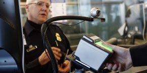 Frontières, passage, sécurité, entrée sur le territoire, aéroport américain, JFK International Airport, New York, scanner empreintes digitales, visa, ESTA,