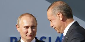 Poutine (à gauche) et Erdogan ont opéré un net rapprochement ces derniers mois.