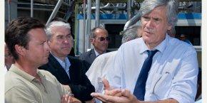 Le ministre de l'Agriculture, Stéphane Le Foll (à droite), lors de sa vicite à la cave coopérative de Vendargues.