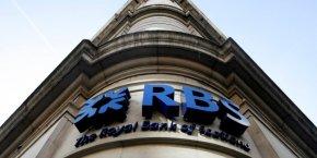 Le nombre d'opérations simples réalisées dans une agence Royal Bank of Scotland et NatWest a chuté de 43% depuis 2010, alors que les opérations en ligne ou sur mobile ont bondi de plus de 400%, explique la banque.