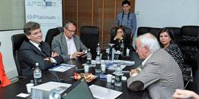 Arnaud Montebourg face à Jean-Paul Ansel, P-dg de DMS, et aux côtés d'Henri Cabanel, sénateur de l'Hérault