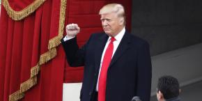 Donald Trump juste avant de prêter serment sur la Bible au Capitole.