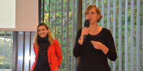 Elise Depecker, directrice d'ATIS (à droite) et Annabelle Tallet, chargée de mission chez ATIS ont présenté la démarche Start-up de territoire devant une soixantaine de personnes à Bordeaux.