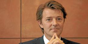 Le président de l'Association des maires de France défend la liberté d'administration des collectivités territoriales.