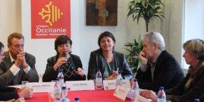La présidente de Région, Carole Delga, entourée des élus locaux pour la présentation de ce plan de 70 M€