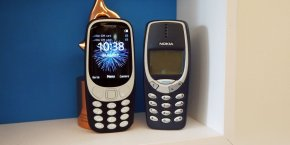 Le nouveau Nokia 3310 (à gauche) côtoie l'ancien.