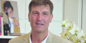 En 1997, un an après son installation à Nice, Agostino Pesce participe à la création de la Chambre de commerce italienne de Nice. Et depuis le mois de juillet 2016, c'est officiellement lui qui préside à la destinée d'un club qui s'est distingué notamment en gagnant deux fois la Ligue des champions.