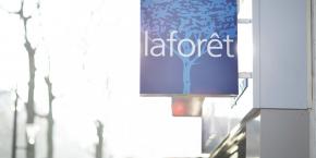 Présent dans l'achat, la vente, la location, la gestion locative, le syndic de copropriété et l'immobilier commercial, Laforêt, créé en 1991, compte quelque 700 agences immobilières et 3.000 collaborateurs, précise l'enseigne dans un communiqué lundi.