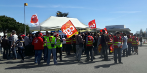 À l'appel de la CGT, près d'une centaine de personnes a manifesté ce jeudi 30 mars devant le siège d'Airbus.