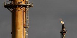 Un excès de pétrole est brûlé dans une raffinerie d'ExxonMobil à Melbourne en 2008