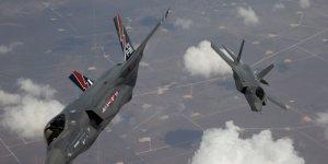 Un jet F-35 Lightning II arrive à la base aérienne Edwards Air Force en Californie en mai 2010 (photo fournie par le Pentagone)