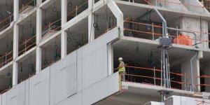Les mises en chantier de logements poursuivent leur baisse