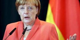 """Angela merkel exclut toujours une decote """"classique"""" sur la dette grecque"""