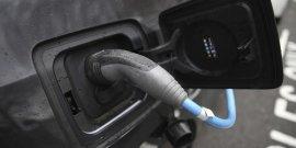 Branchez votre voiture electrique au lampadaire