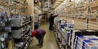 Le débat sur le travail dominical a été relancé par l'ouverture controversée de magasins de bricolage.