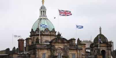L'une des alternatives consisterait ainsi pour l'Écosse à se doter de sa propre monnaie et d'une banque centrale autonome. Trop long à mettre en place, prévient Douglas Flint.