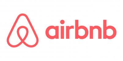 Fondée par trois étudiants de Harvard et de la Rhode Island School of Design, Airbnb compte désormais 800.000 offres sur son site, contre 120.000 en 2012.