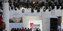 "Sur le plateau de l'émission phare de Canal + ""Le Grand Journal"" en mai 2013 à Cannes."