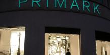 """Primark, l'enseigne de vêtements low-cost d'origine irlandaise lance le 15 septembre à Manchester son premier """"salon de beauté"""" en magasin."""
