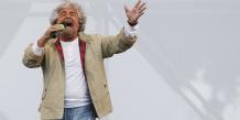 Ex-comique et blogueur, Beppe Grillo veut un référendum sur l'euro.