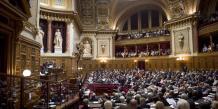 """Mediapart évique des """"chèques douteux de l'URS signés entre fin 2009 et début 2012"""" à destination de plusisuer ssénateurs UMP."""