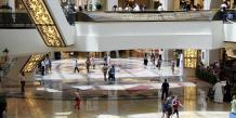 """L'actuel Mall de Dubaï compte déjà parmi les plus grands centres commerciaux du monde. Le """"Mall of the world"""" (Mall du monde) comprendra également """"le plus grand parc d'attractions à thème couvert du monde"""" ainsi qu'un quartier culturel abritant des théâtres, et sera relié à une centaine d'hôtels et appartements meublés."""