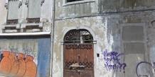 Salazar a vécu quatre ans dans cette maison située au centre-ville de Libonne. Elle est aujourd'hui quasi en ruine et recouverte de tags.