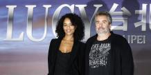 Luc Besson et Virginie Silla, sa femme également productrice, lors de la présentation du film Lucy à Taipei en novembre 2013.