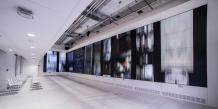 L'écran de 65 mètre carré dans le Lab de l'Institut culturel de Google à Paris.
