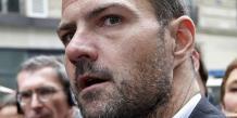 Jérôme Kerviel a été condamné à cinq ans de prison, dont trois ferme, et au remboursement des 4,9 milliards d'euros perdus par la Société Générale. Il est sorti de prison en septembre muni d'un bracelet électronique.